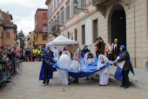 """Bambini al lavoro per il concorso di disegni sul """"Carnevale Medievale"""""""