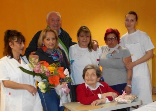 Coccinella in festa per i 103 anni di Maria Martelli