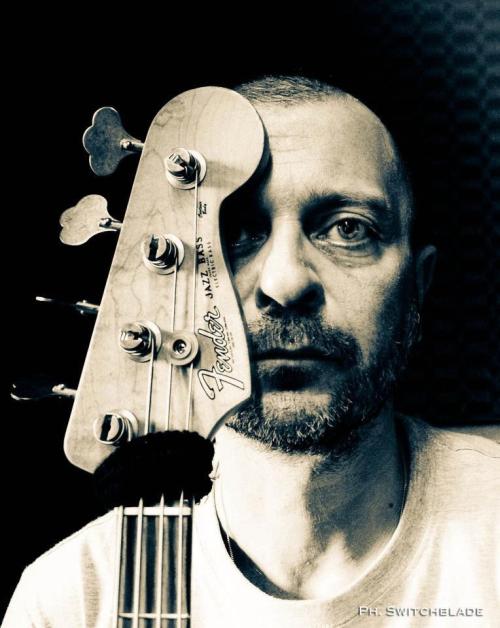 stage gratuito di basso elettrico con Domenico Loparco