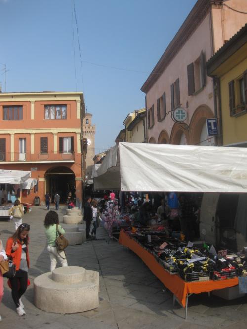 Da lunedì 25 riaprono in sicurezza i mercati tradizionali a Castello e Osteria»...